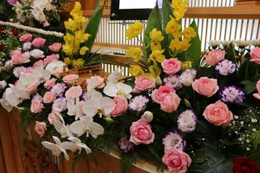 バラを使った花祭壇(3)