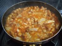 鶏と白いんげん豆とひよこ豆のトマト煮