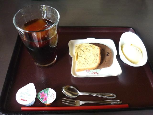 水出しコーヒーとアイス・ケーキのセット