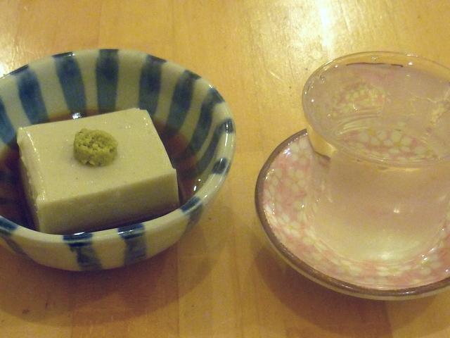蕎麦豆腐と日本酒