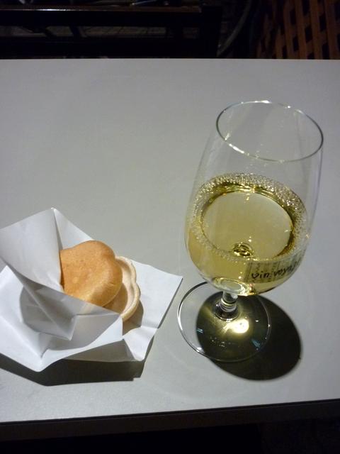 テリーヌ最中とグラスワイン