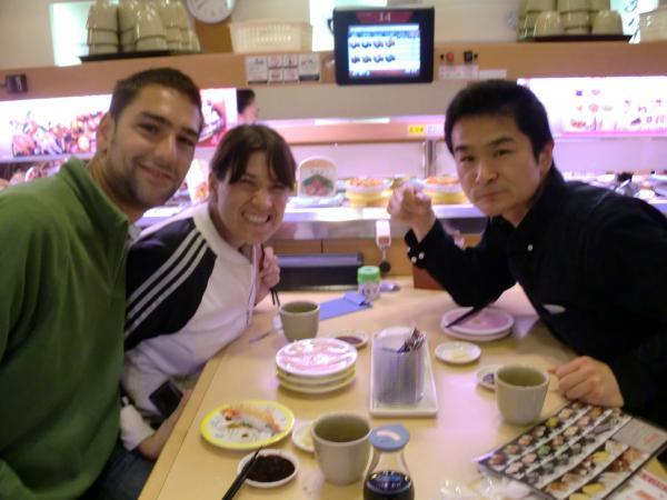 カウチサーフィン(アルゼンチン、スペイン)、京都の河原町三条の回転寿司「かっぱ寿司」にて。