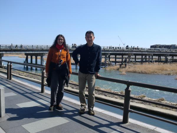 カウチサーフィン(スペイン)、マリアン、京都・嵐山の渡月橋にて。