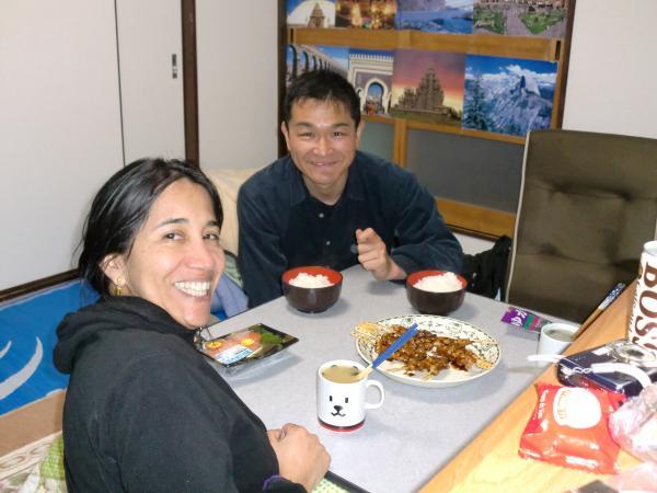カウチサーフィン(カナダ・コロンビア):アリス、京都の嵐山の我が家でのディナー(焼鳥)