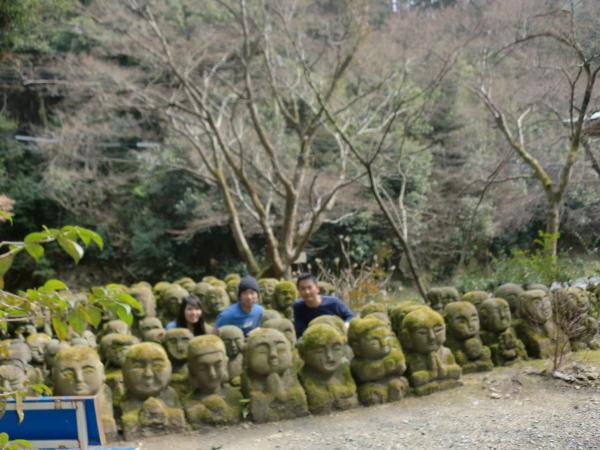 カウチサーフィン(中国の香港、アイシーとアーロン)、京都の嵐山の嵯峨野の愛宕念仏寺にて