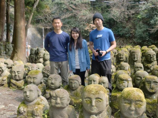カウチサーフィン(中国・香港、アイシーとアーロン)、京都・嵐山の嵯峨野にある愛宕念仏寺にて