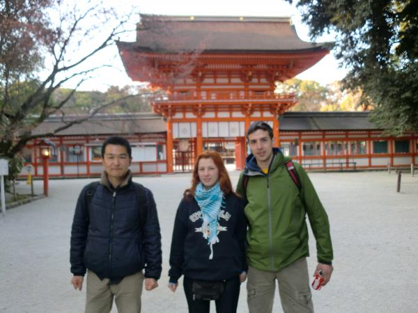 カウチサーフィン(ロシア・モスクワ、ロニとドミトリ)、下賀茂神社にて。
