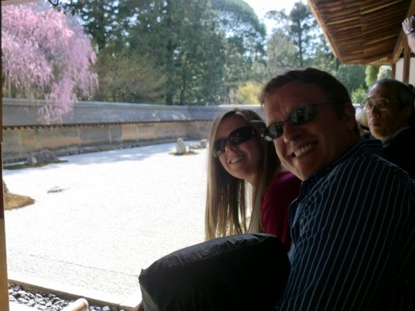 カウチサーフィン(アメリカ、アダムとケーシー)、竜安寺にて。