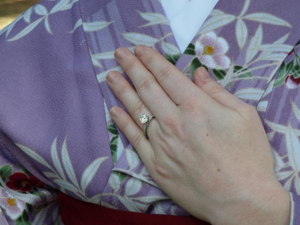 カウチサーフィン(アメリカ、ケーシー)、婚約指輪