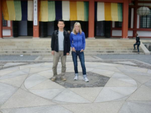カウチサーフィン(ニュージーランド、リリィーと私)、鞍馬寺にて。