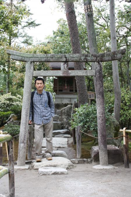 カウチサーフィン(私)、銀閣寺の鳥居。
