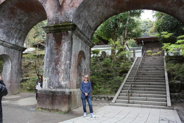 カウチサーフィン(ニュージーランド、リリィー)、南禅寺の水道橋