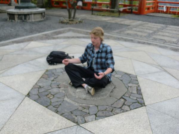 カウチサーフィン(カナダ)、瞑想中のマシュー