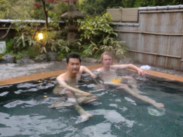 カウチサーフィン(カナダ)、私とマシュー。鞍馬温泉にて。