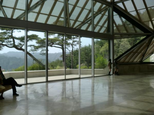 カウチサーフィン(Miho Museum)