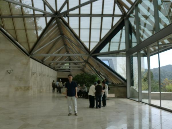 カウチサーフィン(私)、Miho Museumにて