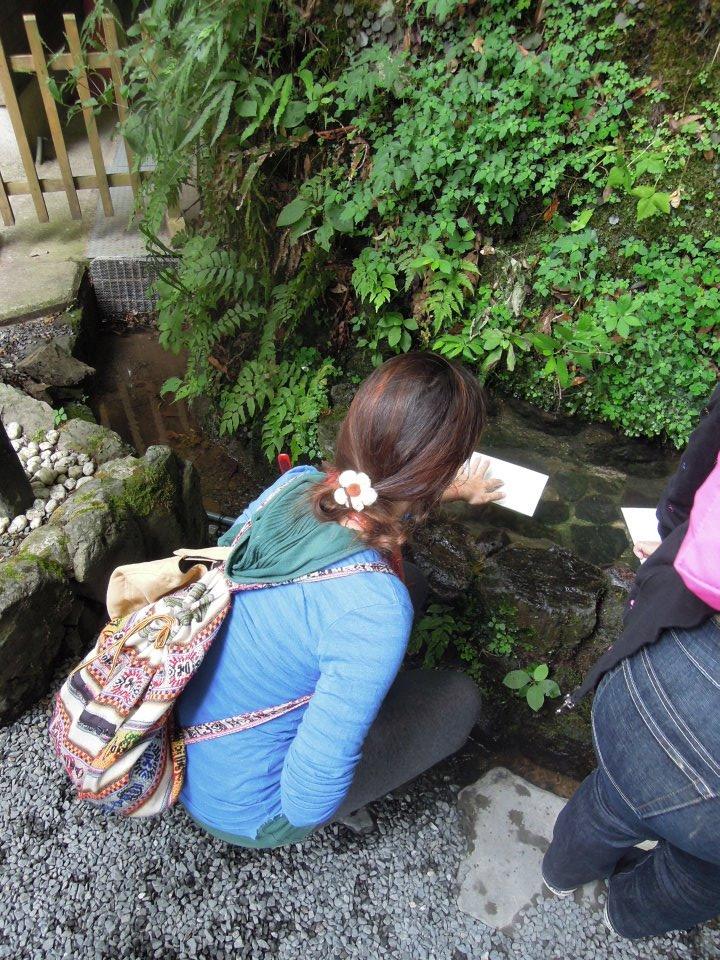 カウチサーフィン(スペイン、アレハンドラ)、貴船神社の水占い