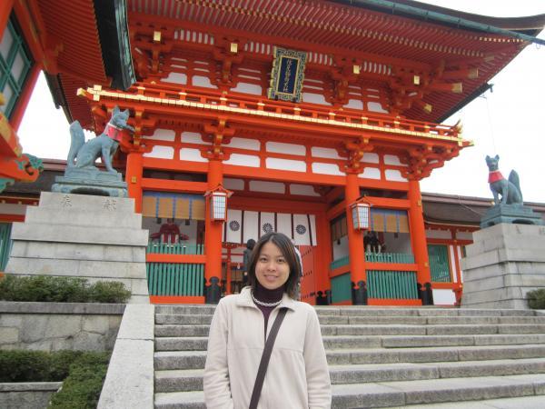 カウチサーフィン(伏見稲荷大社の門。)