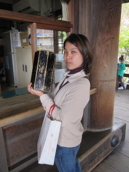 カウチサーフィン(清水寺でおみくじを引くメイサン。)