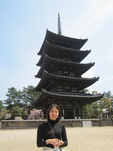 カウチサーフィン(奈良・興福寺の五重塔)