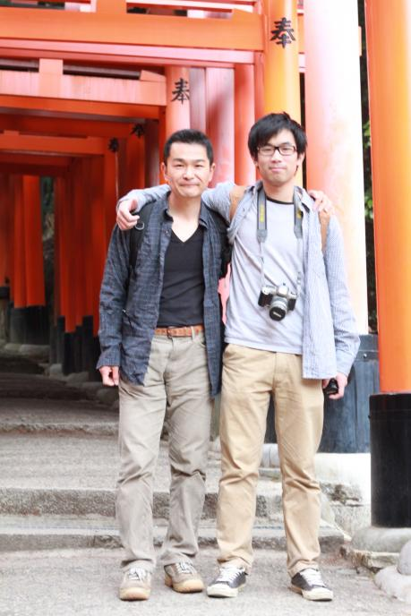 カウチサーフィン(香港・中国、アーロン)、京都・伏見稲荷にて。