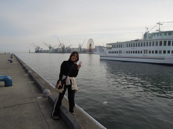 神戸の埠頭にて。
