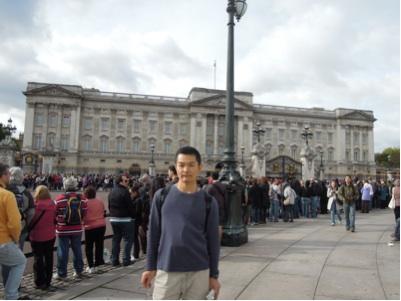 ロンドン・バッキンガム宮殿の前