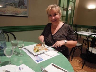 カウチサーフィン(サンドラ、ルクセンブルグ)、レストランにて