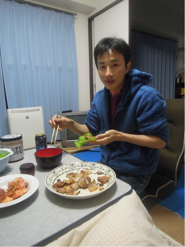 カウチサーフィン(カジさん、日本)、韓国風焼き肉の食べ方