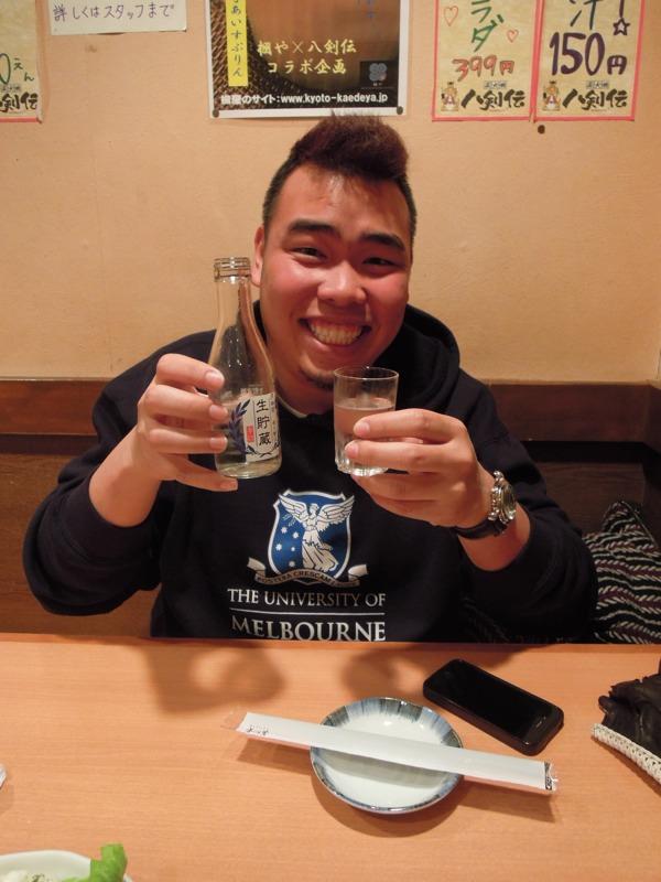カウチサーフィン(CouchSurfing)、ベオ(ベトナム)、居酒屋にて、日本酒と。