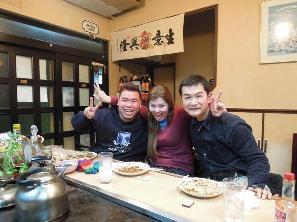 CouchSurfing(カウチサーフィン)、ベオ(ベトナム)、ジェニー(フランス)、私。変な顔バージョン。