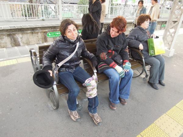 CouchSurfing(マリエラとサブリナ。嵐山駅にて。)