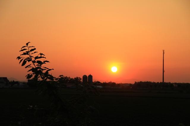 037サイロと夕日