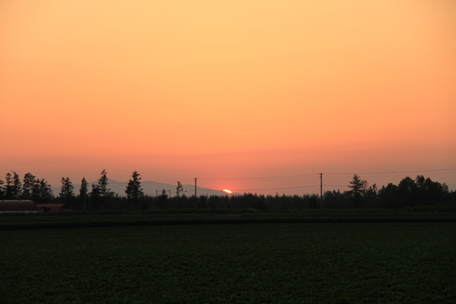 047山に沈む夕日横