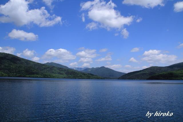 137湖上から見たウペペサンケ山