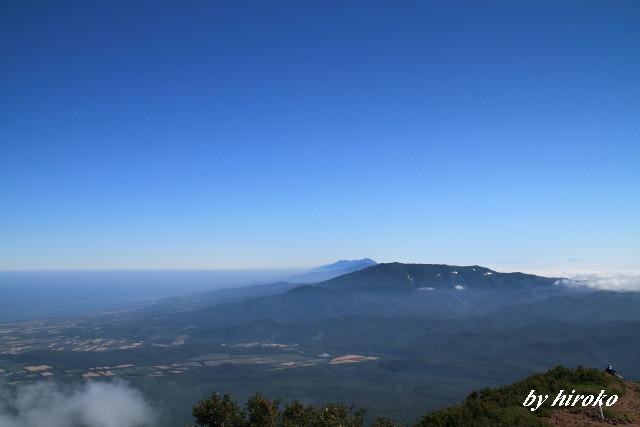 091遠方に羅臼岳