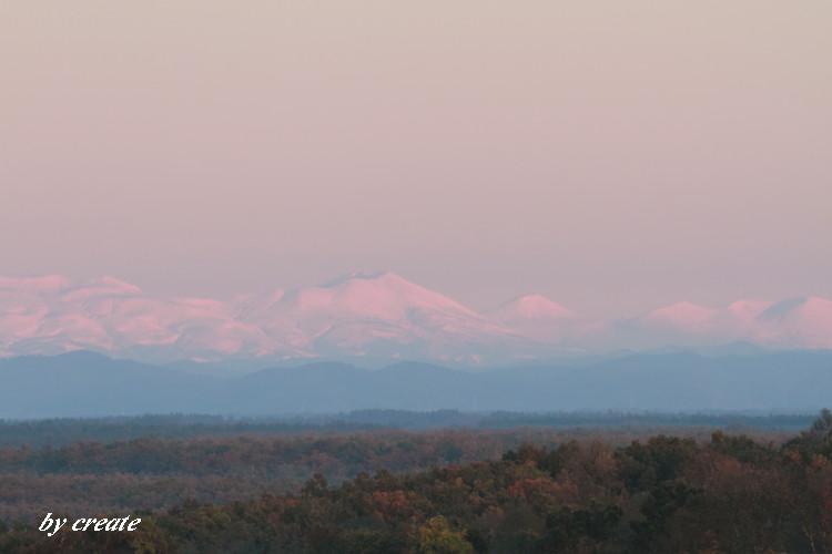 109雪山と色づく山麓
