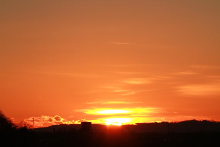 DPP 062 オレンジの朝焼けと日の0001