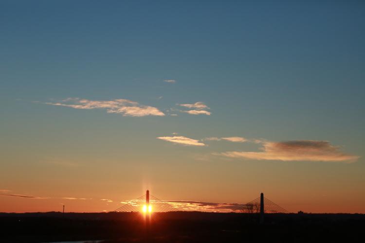 DPP 101 シンボルタワーと日の出0001