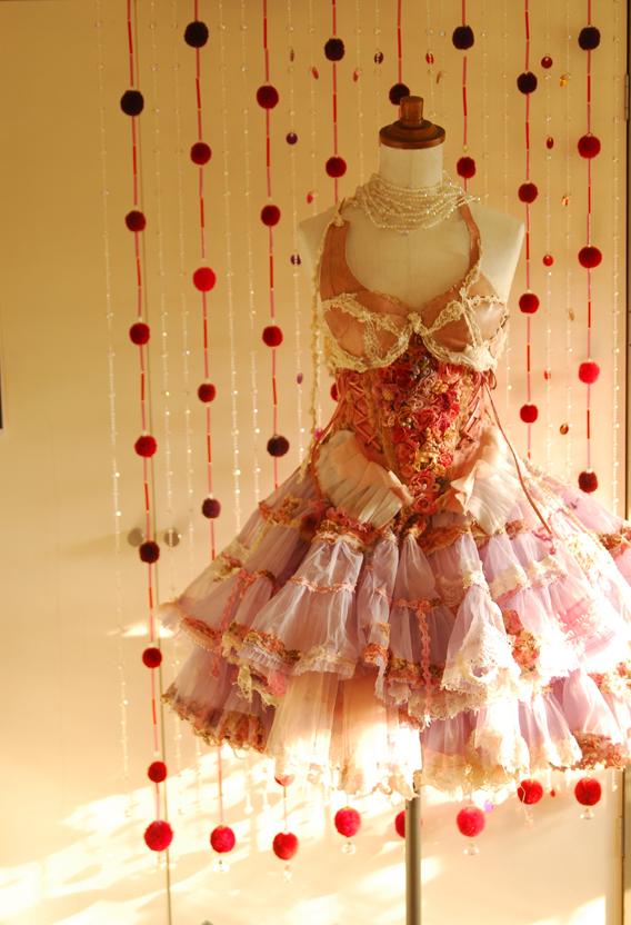のれんとドレス