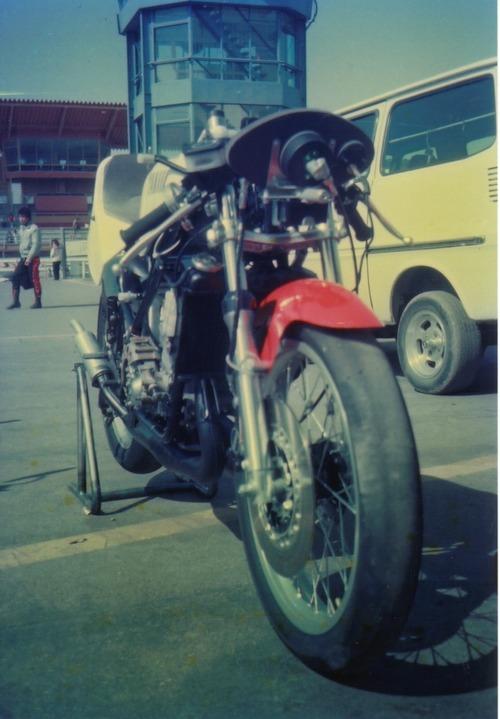 '83年カウリングを外したTZ250r
