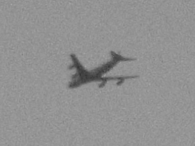 飛び去る日航123便(イメージ)