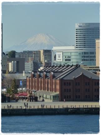 赤レンガと富士山