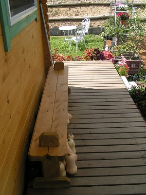 デッキのベンチ