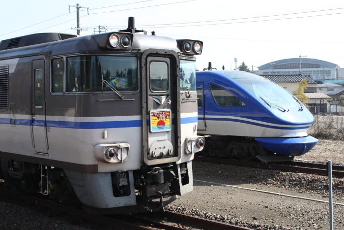 新旧はくと並び(由良駅)