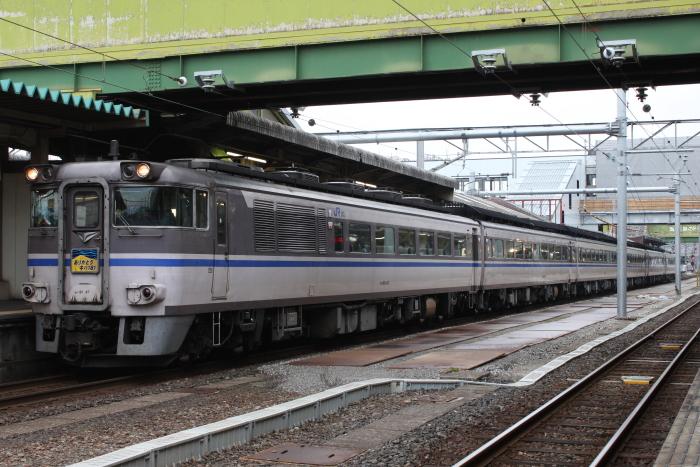 米子駅2番線に停車中の「ありがとうキハ181系」号