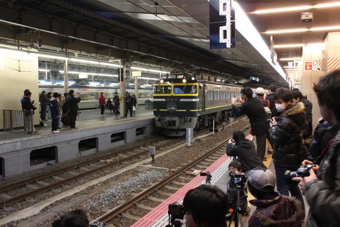 戦場になった大阪駅(2/19の様子)
