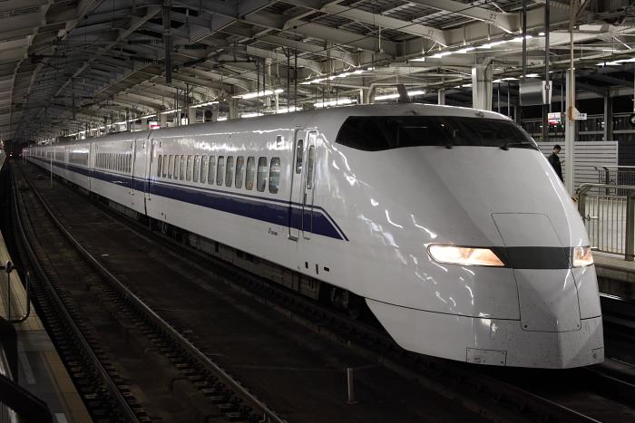 300系F9編成の「ひかり530号」