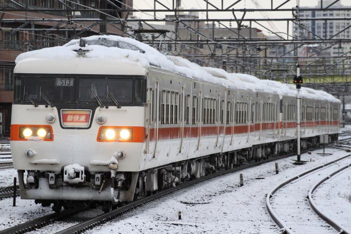 117系カキS13+S3編成の新快速岡崎行き(熱田)
