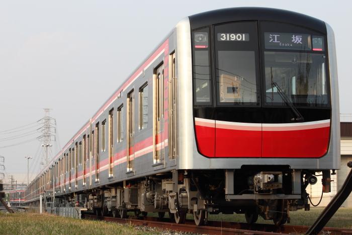 「江坂」表示の30000系